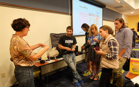 Guest lecturer teaches sustainable fashion course