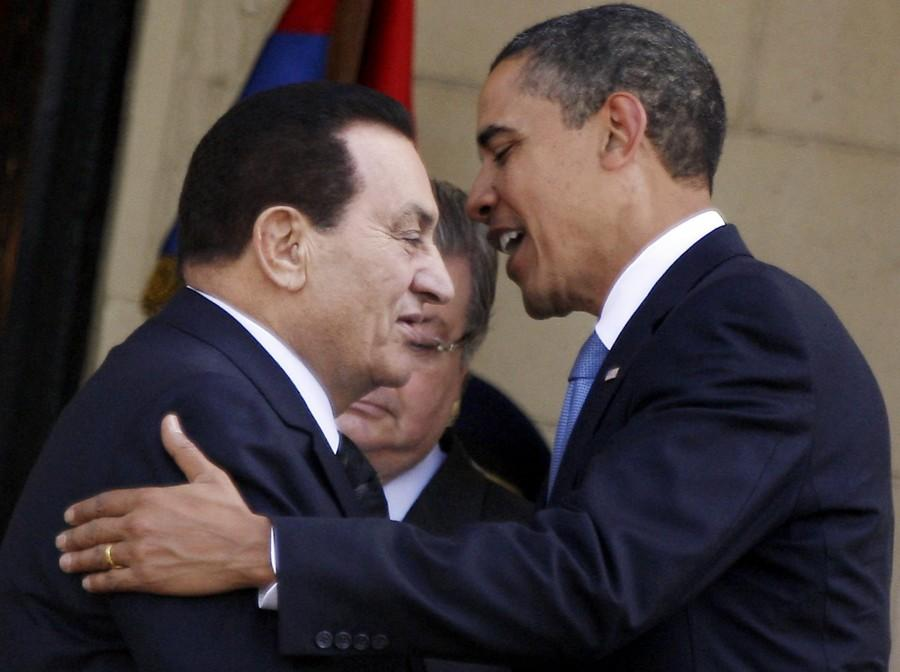 Egypt's President Mubarak welcomes U.S. President Obama during meeting in Cairo. Photo by Muhammad Ghafari.