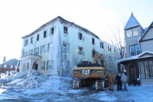 Workers take a final look at the burnt building before tearing it down on Jan. 30, 2014. CAITIE McMEKIN/THE CAMPUS