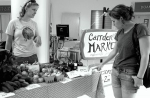 PHOTOS BY MEGHAN HAYMAN/THE CAMPUS Lesley Fairman, assistant technical director at the Vukovich, asks Kersten Martin, Carrden manager, about one of the vegetables during the Carrden Market Wednesday Aug. 27. The market is held in the campus center every Wednesday from 11 a.m. to 2 p.m.