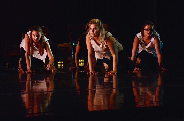 Alumna%E2%80%99s+dance+company+performs+on+campus
