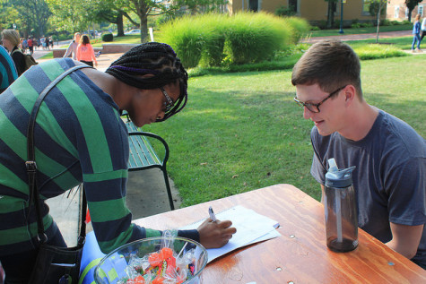 Vicquaja Mangal, '19 signs up for Union Latina and talks with club member Josh Patton, '18.