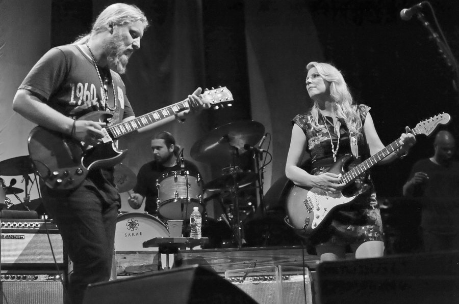 Derek+Trucks+and+his+wife%2C+Susan+Tedeschi%2C+put+their+musical+talents+to+work+during+a+performance+with+their+11-member%2C+award+winning+band.