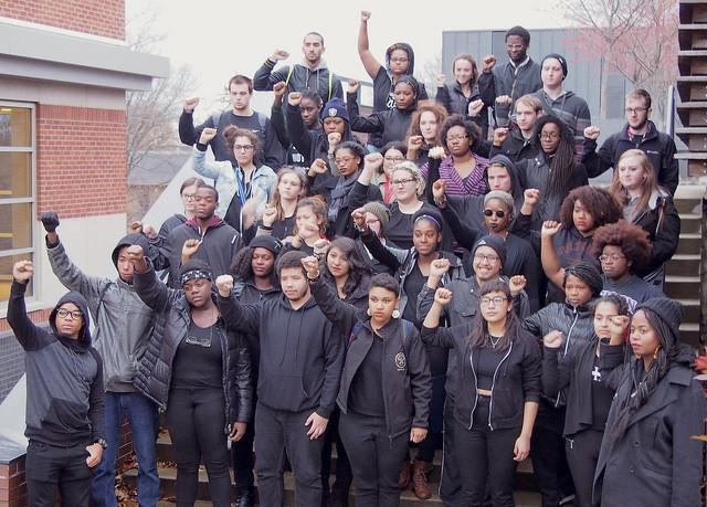 Community stands in solidarity with Mizzou