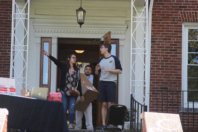 RA Trevor Drulia,  '17, helps Aisha Resendez and Michael Resendez, family members of a first-year student, as they move in into the 585 House, formerly known as the Sigma Alpha Epsilon Fraternity house. The 585 House is currently being used as a all-female first-year dorm.
