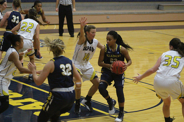 Guard Maia Joiner, '20, drives into the paint against DePauw University on Saturday, Dec. 3. The Gators fell to the Tigers, 73-38.