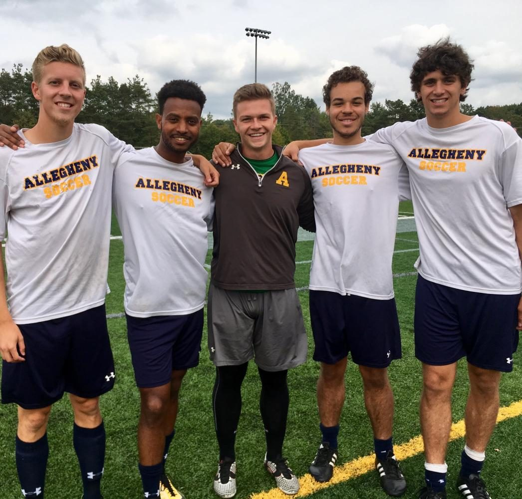 Seniors+Corey+Twichel%2C+Tolossa+Hassan%2C+David+Stekla%2C+Bryce+Evans+and+Izaak+Miller+pose+for+a+group+photo+during+practice+on+Thursday%2C+Aug.+31%2C+2017+at+the+Andrew+Wells+Robertson+Athletic+Complex.