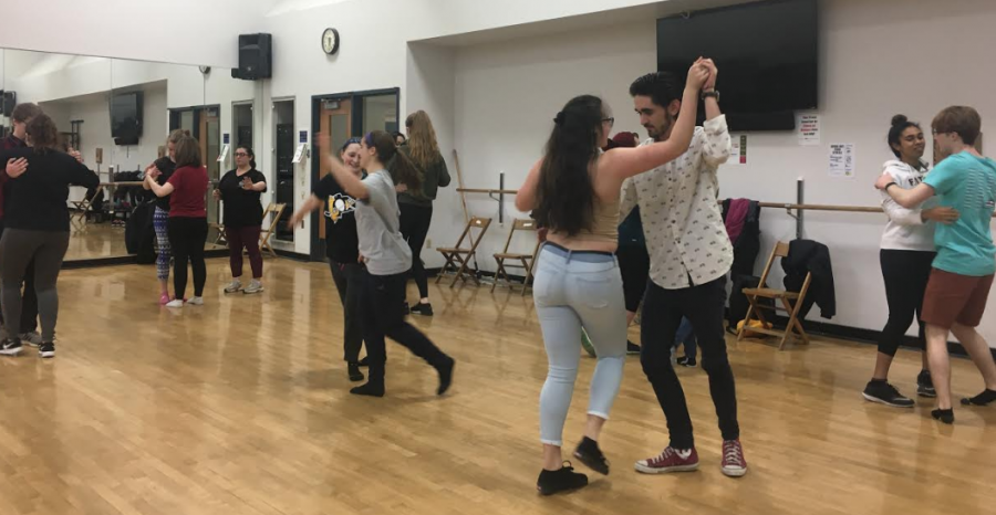 Pairs+of+students+join+hands+as+members+of+the+Spanish+house+teach+the+basics+of+salsa+dancing+Saturday%2C+Feb.+16%2C+2019%2C+in+the+David+V.+Wise+Center+dance+studio.+
