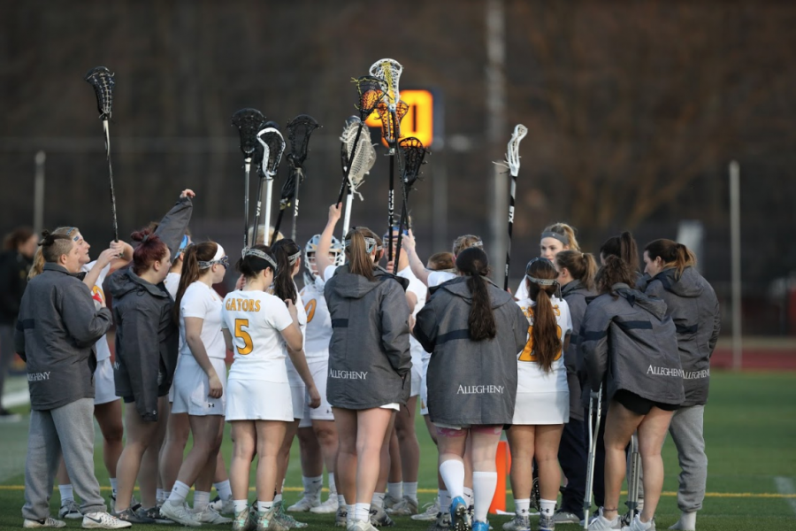 The+women%E2%80%99s+lacrosse+team+huddles+by+the+sideline+during+its+game+against+John+Carroll+University+at+Frank+B.+Fuhrer+Field+on+March+27%2C+2019.
