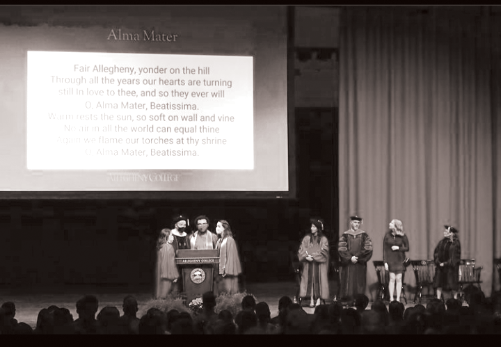 Professor+James+Niblock+and+three+choir+students+introduce+the+Class+of+2024+to+Allegheny%E2%80%99s+Alma+Mater%2C+a+tradition+the+second-years+were+denied+last+year+because+of+COVID-19+restrictions.+